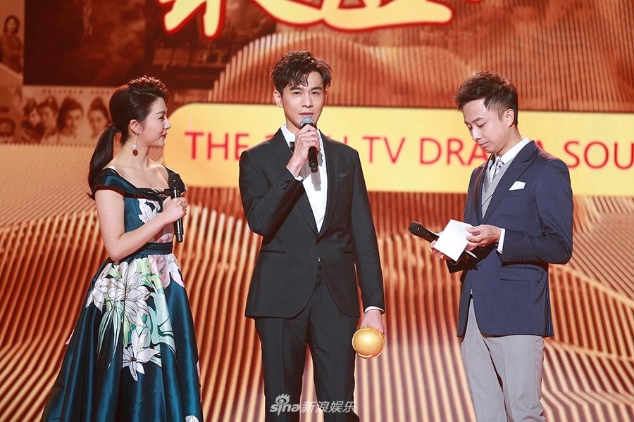 乔振宇优雅亮相南方盛典 获年度品质男演员