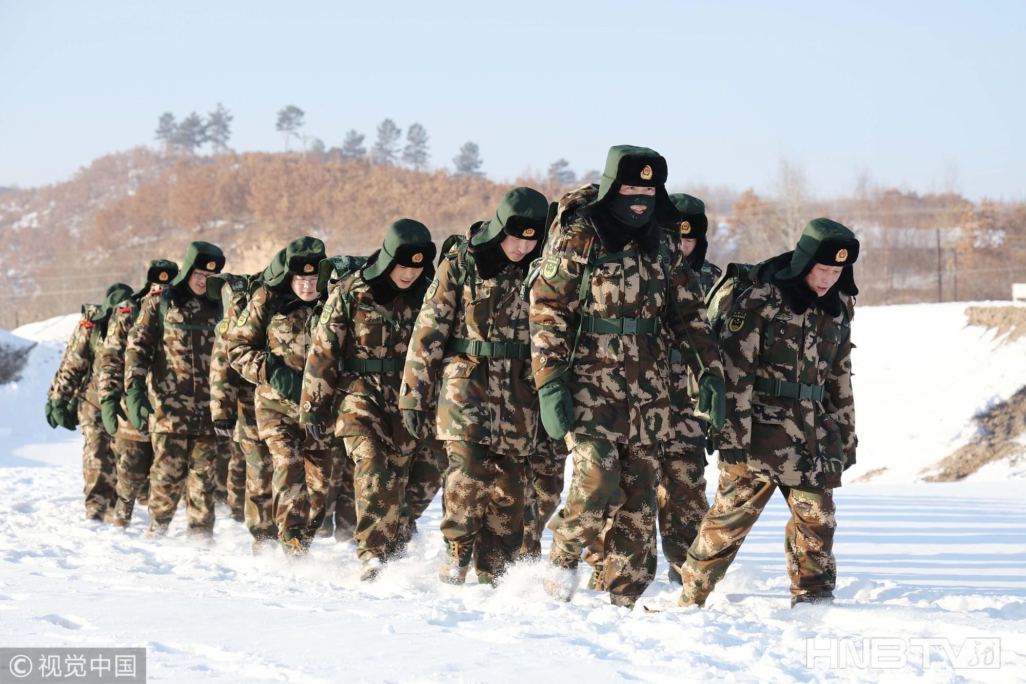 黑龙江大兴安岭现-30℃极寒天气 边防官兵徒步拉练砺精兵