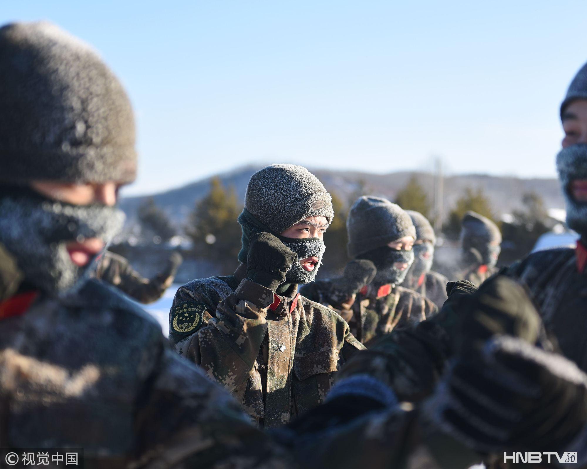 黑龙江:边防官兵极寒天气训练 满面冰霜(组图)