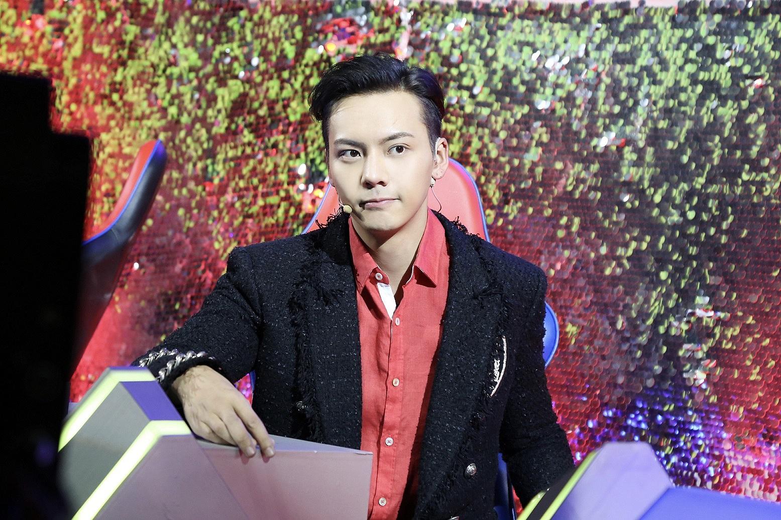 陈伟霆参加《直通春晚》展望新年 希望大家多认识他跳舞的一面