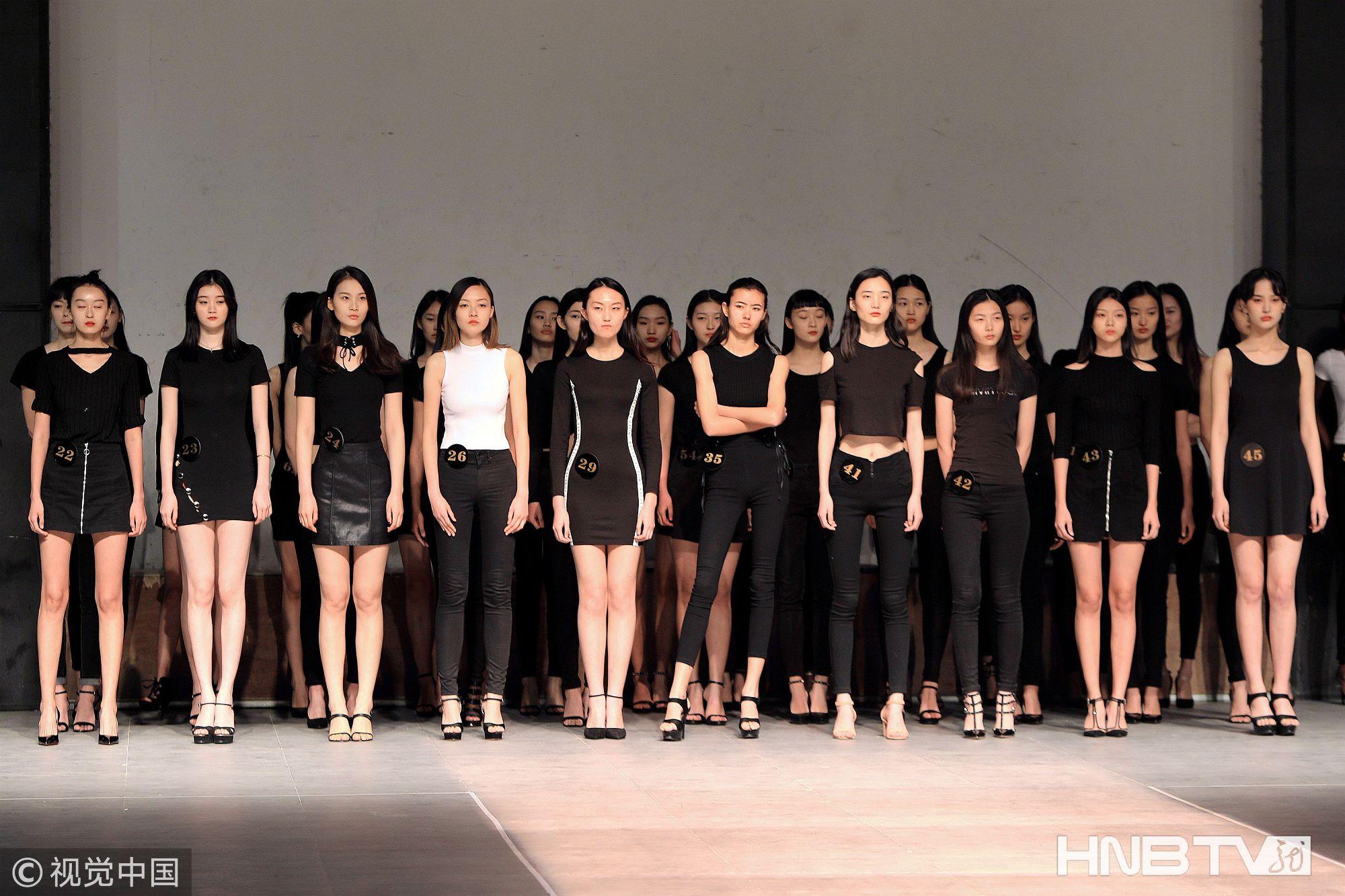 中国国际时装周模特面试在北京798拉开序幕