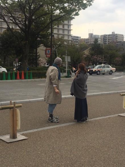 梁静茹拉黑粉丝风波后现身 与神秘男同游日本