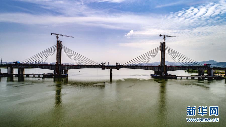 蒙华铁路汉江特大桥合龙在即