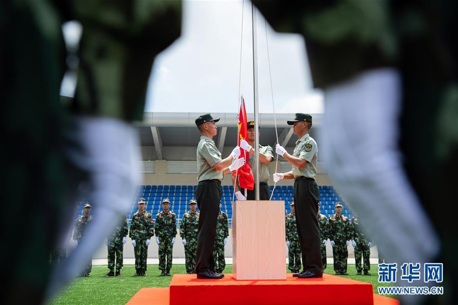 300余名澳门中学生参加国旗手训练营
