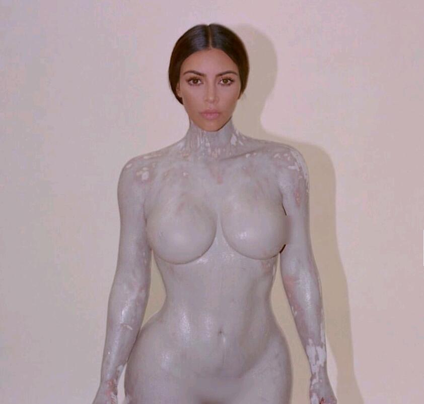 争议即卖点!金·卡戴珊用自己身体倒模做香水瓶 销售火爆