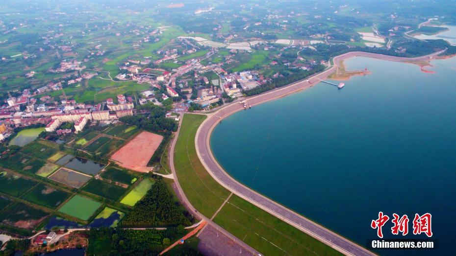 鸟瞰亚洲第一大人工型土坝