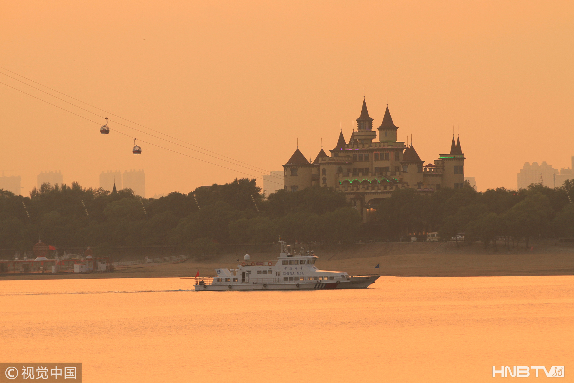 哈尔滨夕阳下的松花江 画面如镀金美丽如画(组图)