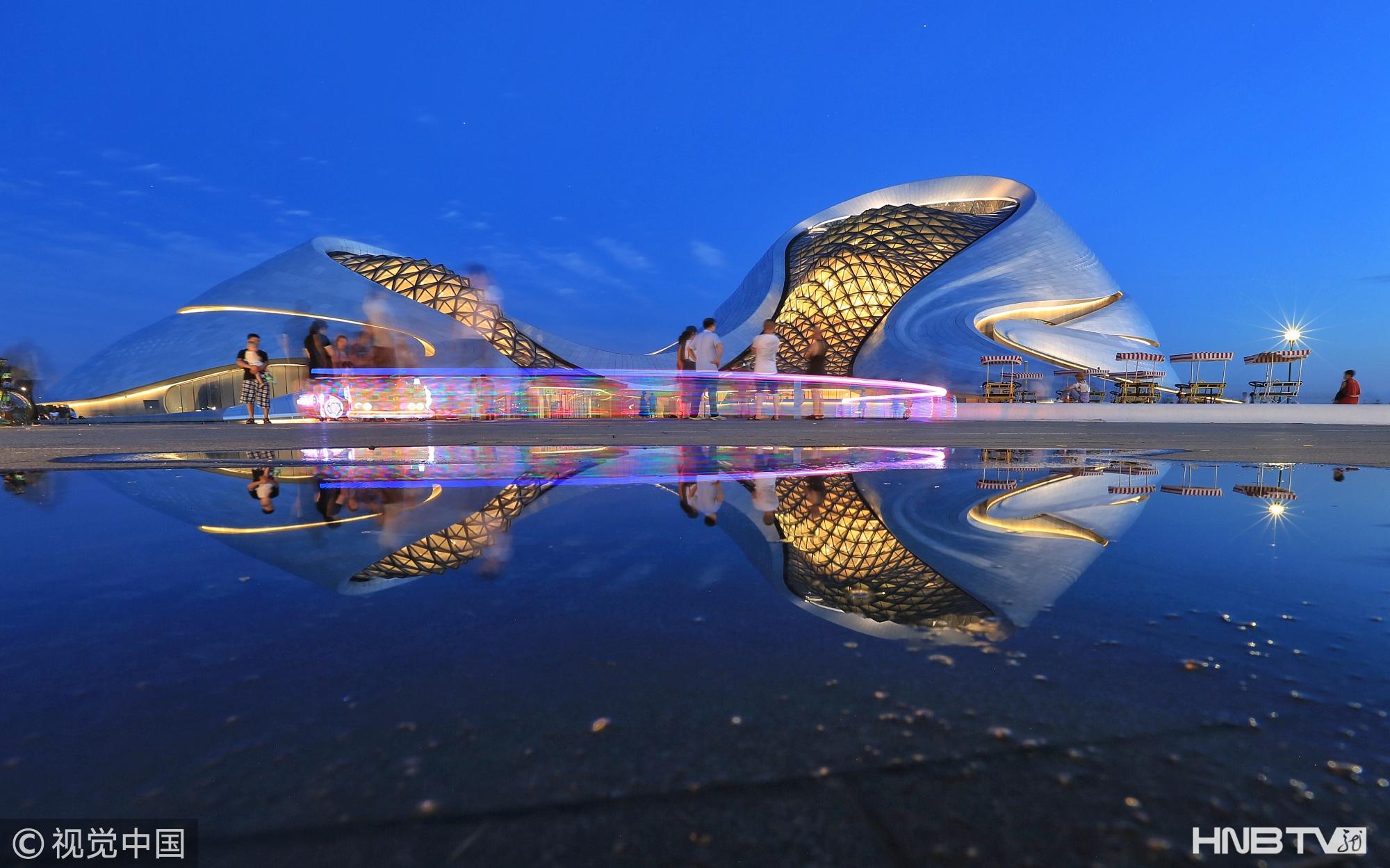 哈尔滨大剧院夏日景色秀美 成游人打卡地(组图)