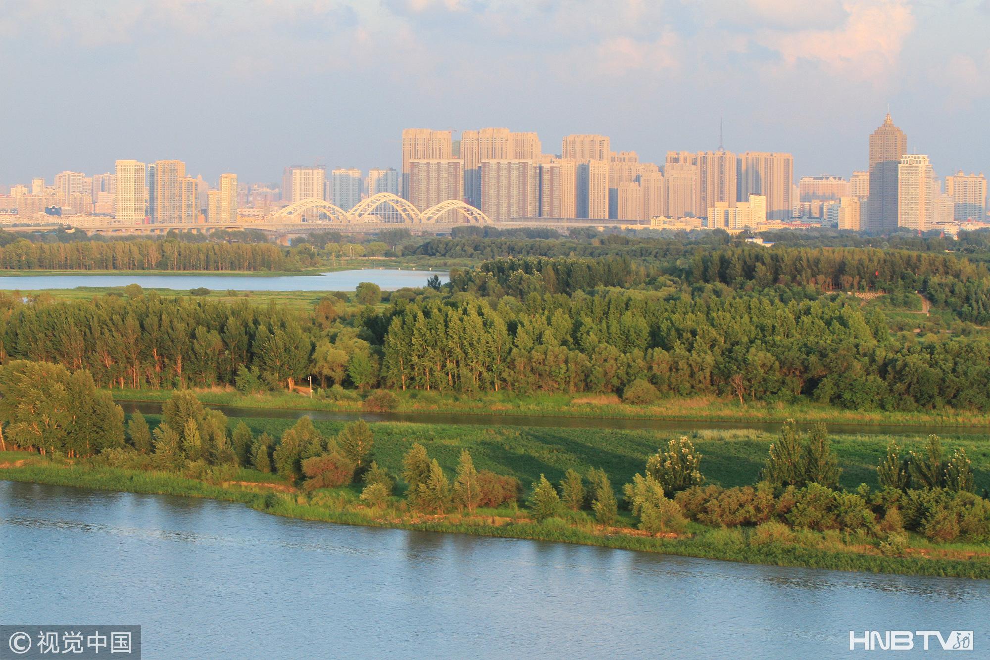 哈尔滨:万顷松江湿地草深林密  成避暑游玩胜地(组图)
