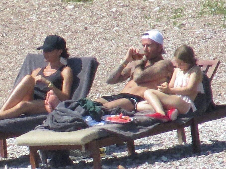 贝克汉姆携家度假 小七穿泳装露出肉肉小肚子