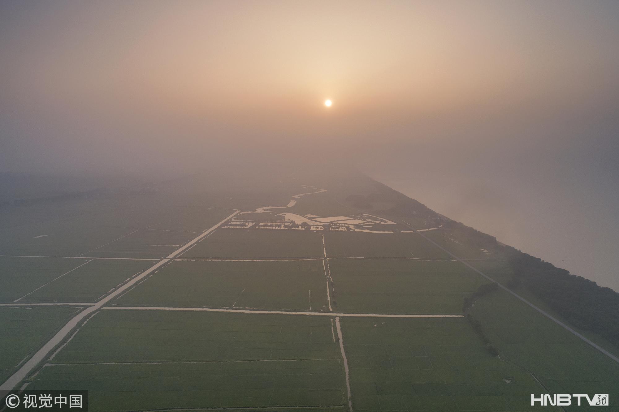 兴凯湖大雾弥漫如仙境(组图)