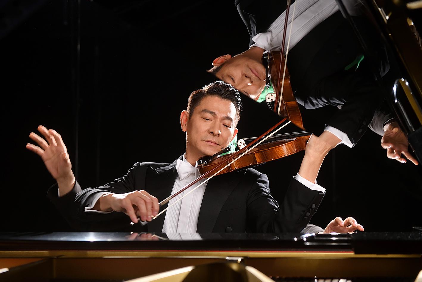 56岁刘德华吸金能力不减 西装革履拉小提琴绅士气质十足猛捞金