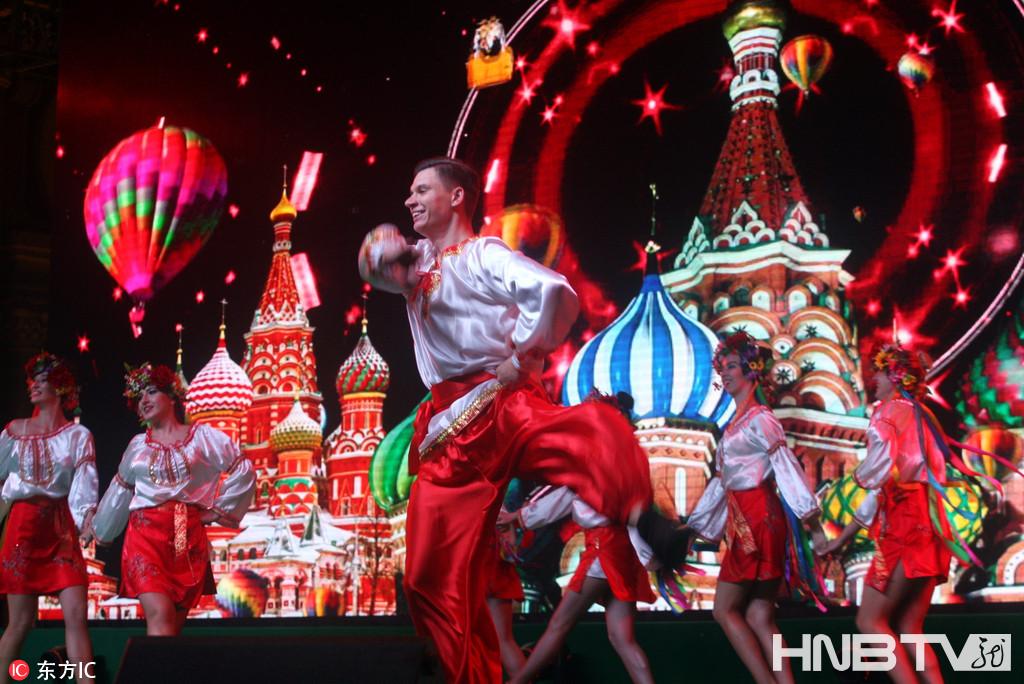 哈尔滨举办魅力外滩国际艺术节 近万市民到场观看