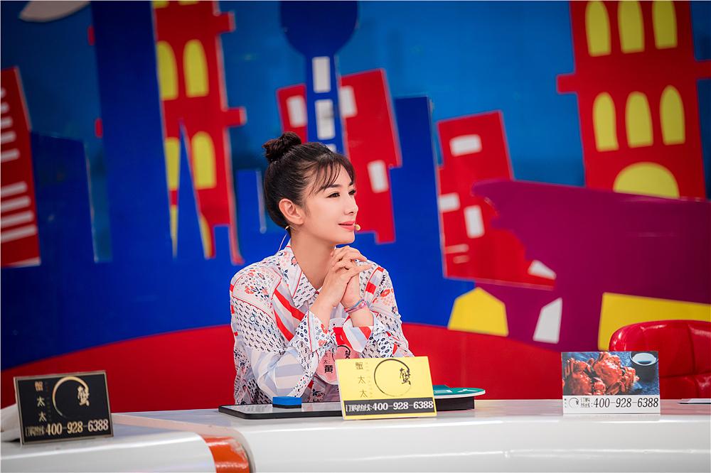 40岁黄奕肤白貌美童年梦想当售票员 未来尊重女儿自己想法