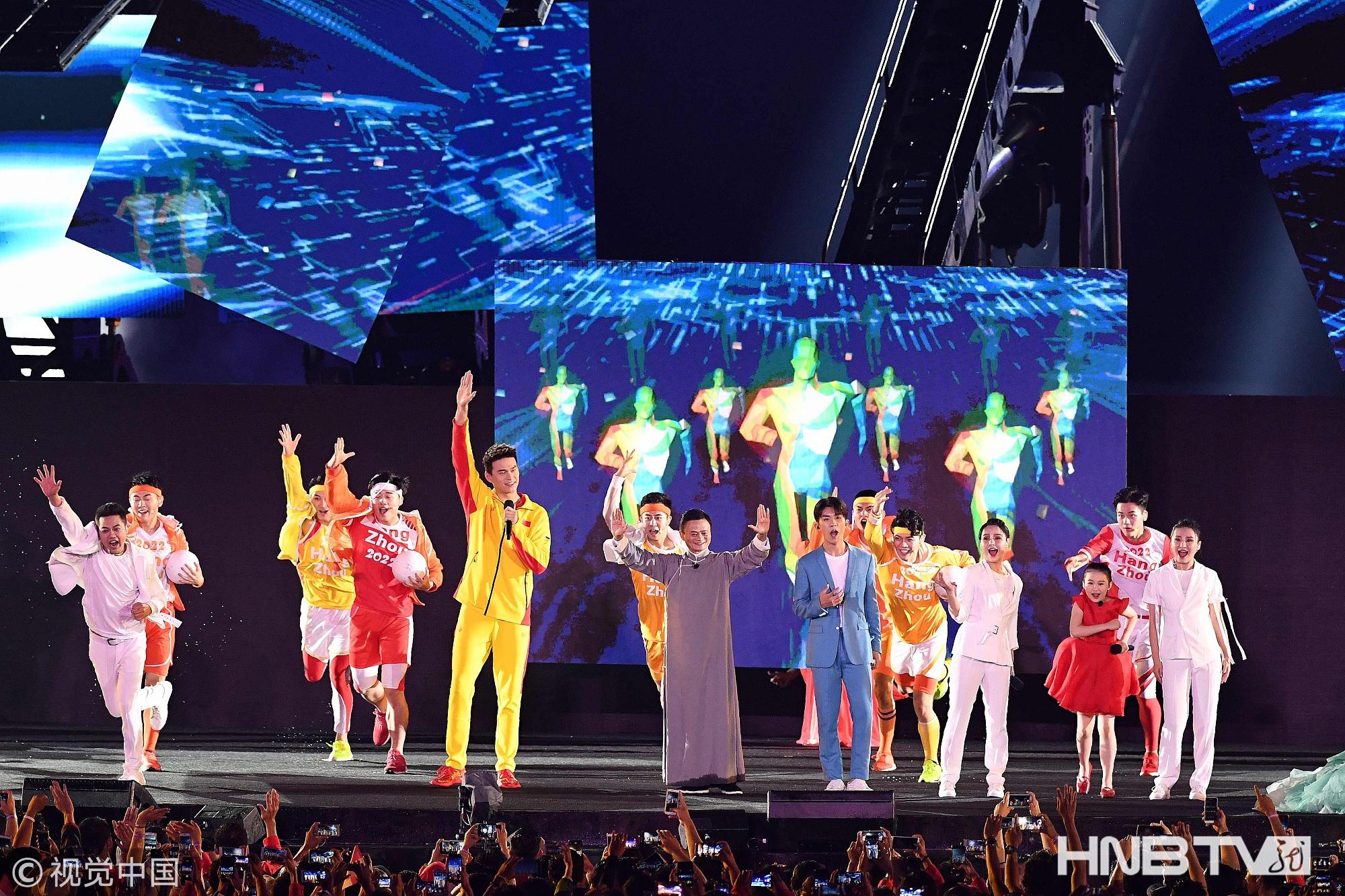 易烊千玺亮相亚运会闭幕式杭州8分钟 与孙杨、马云同框