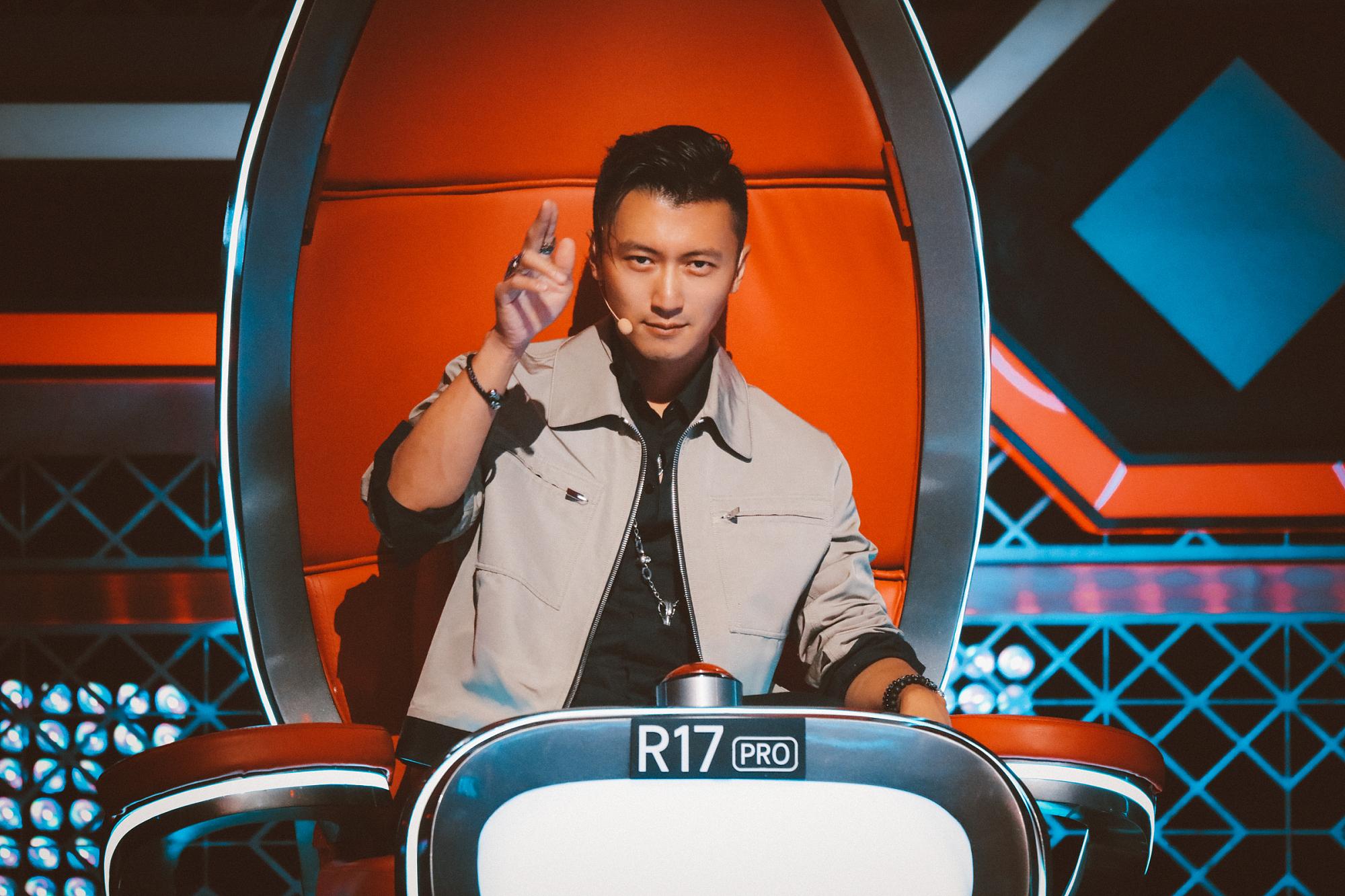 谢霆锋玩转《中国好声音》期期换造型变时装秀