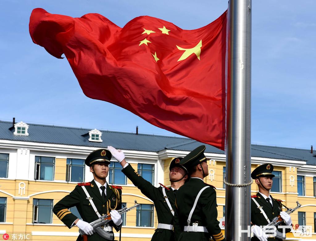黑龙江漠河:北极国旗班升国旗迎国庆