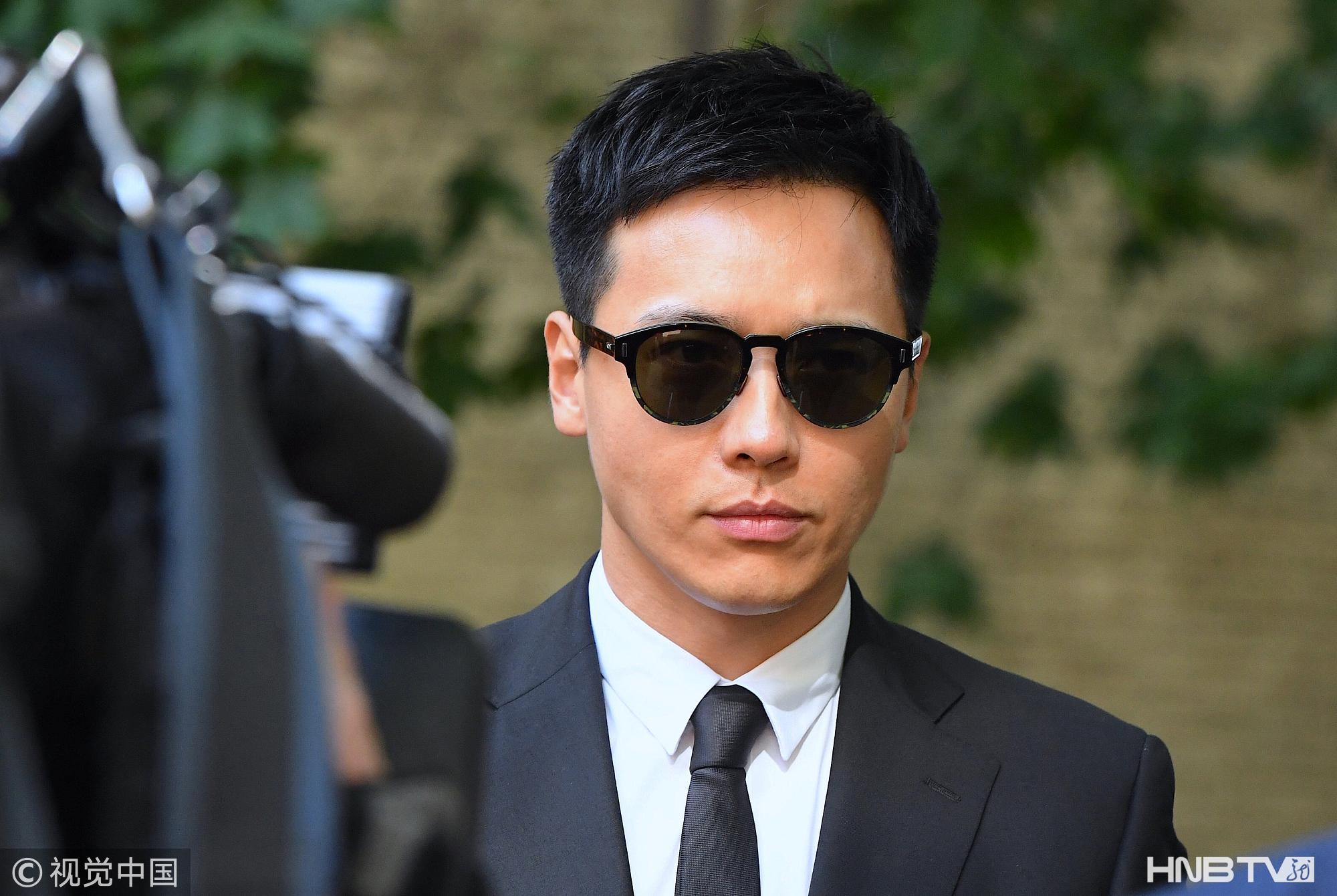 高云翔获律师陪同再次过堂 戴墨镜穿黑色西服现身