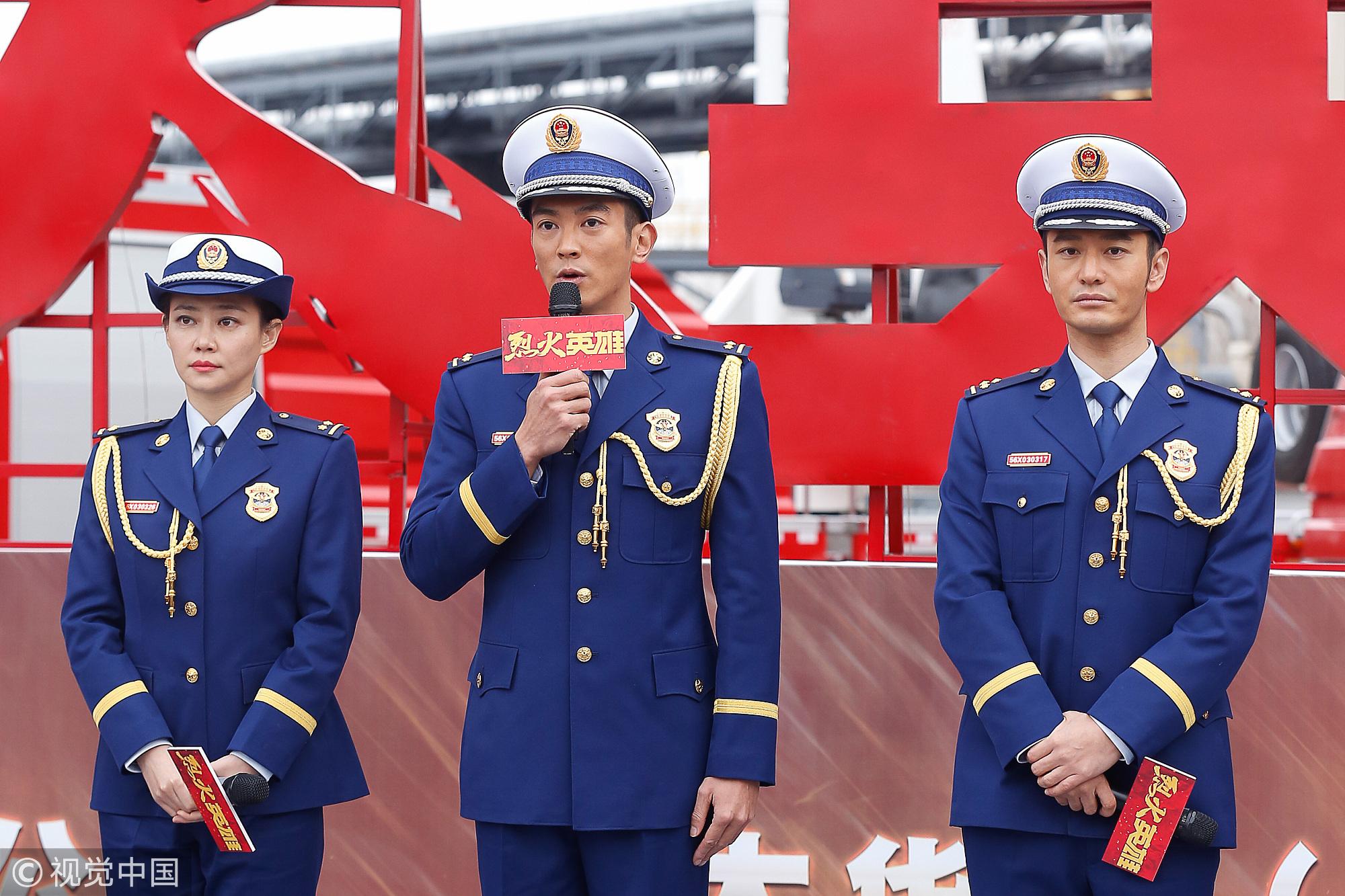 《烈火英雄》杜江、印小天演绎最帅消防员 黄晓明行军礼英姿勃发帅掉渣
