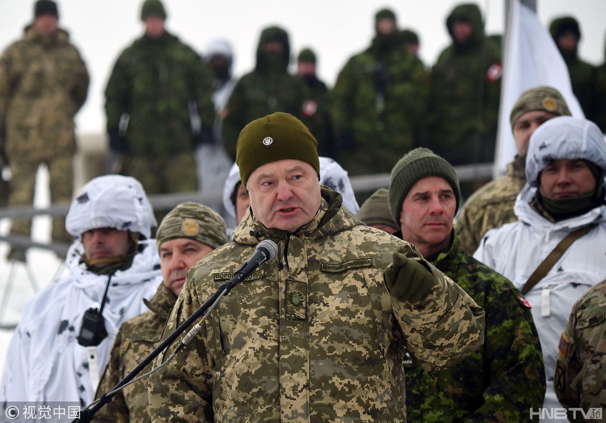 乌克兰总统波罗申科出席军事演习