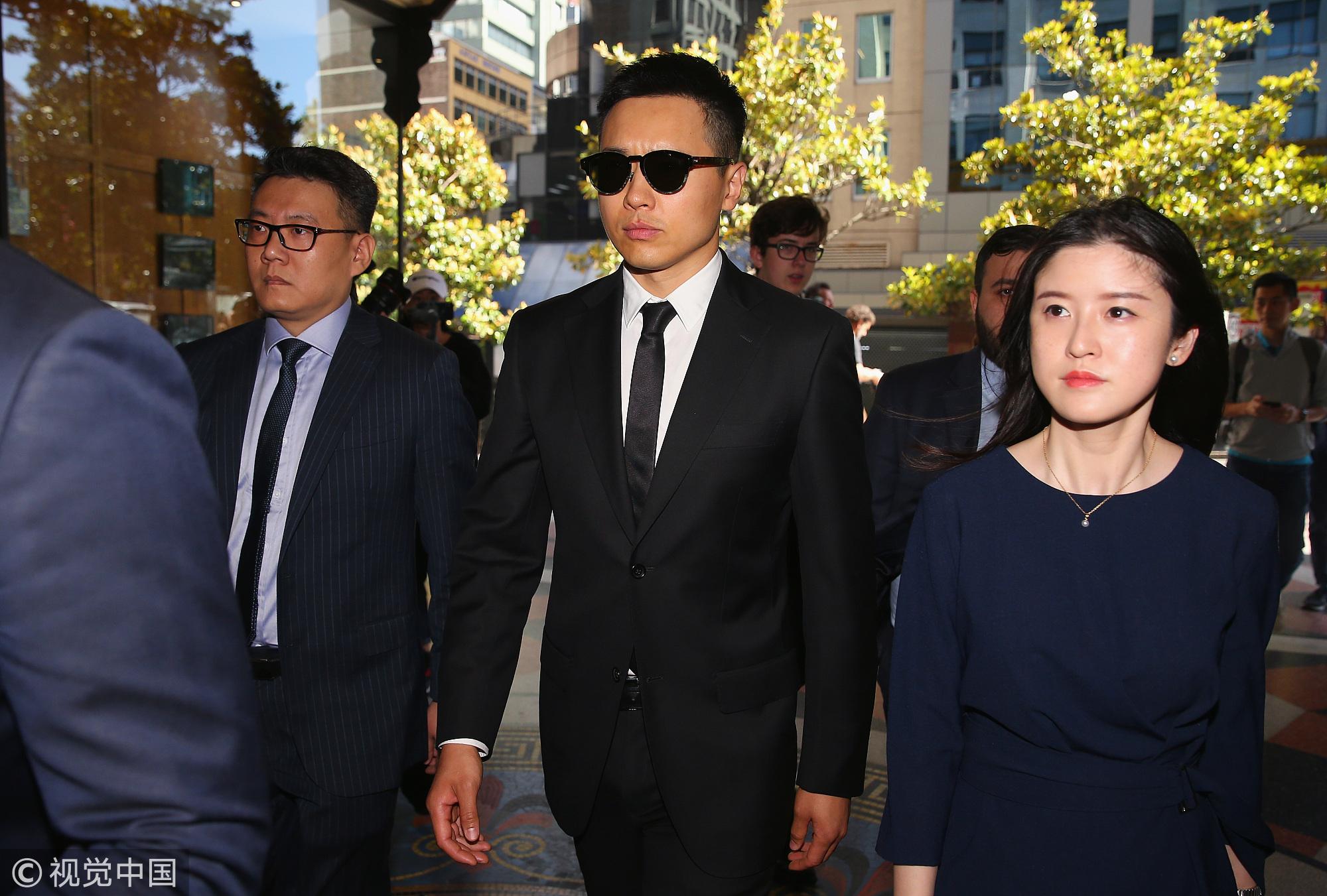 高云翔黑色西装现身 检方将审理期延至1月