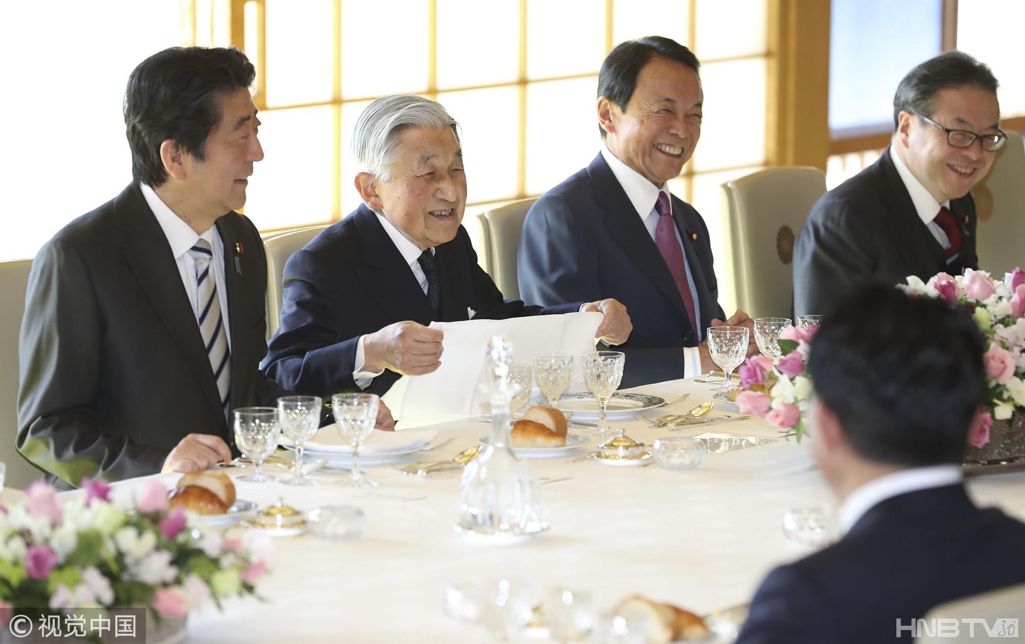 日本皇宫举行年终午宴 安倍晋三与天皇同席