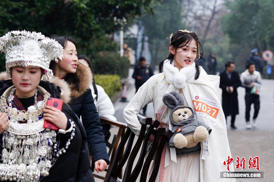 贵州高校艺考 考生寒冬竞考