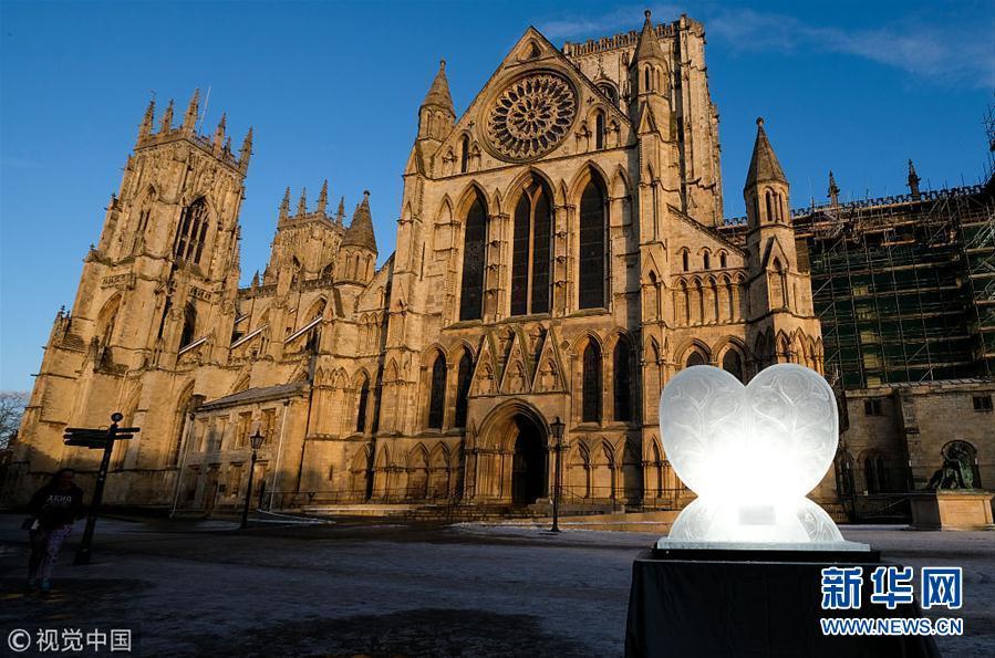 英国约克举行冰雕展 主题为神话与传说