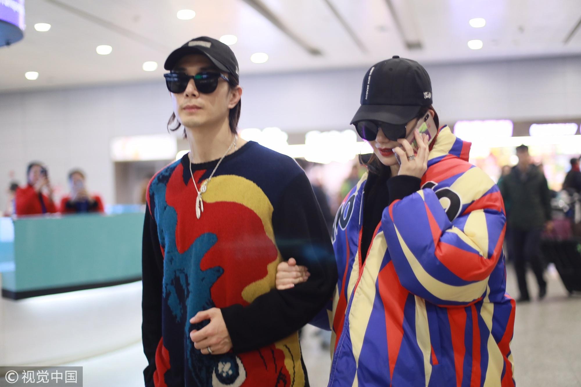戚薇与李承铉机场再度合体 精心搭配回头率满分