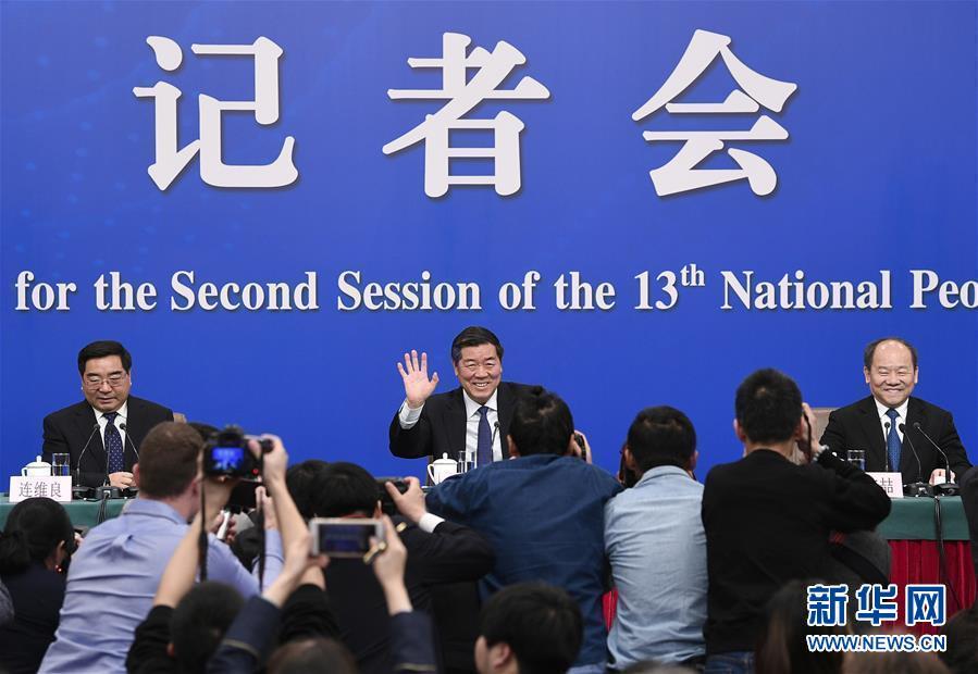 """国家发展改革委主任何立峰等就""""大力推动经济高质量发展""""答记者问"""