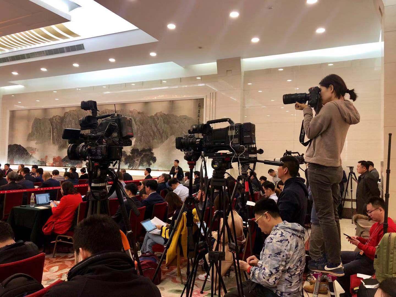 黑龙江代表团全体会议向媒体开放(组图二)