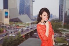 高圆圆性感红裙写真曝光 笑容甜美露美背