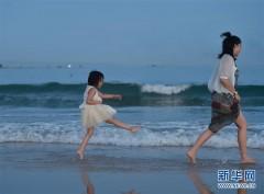 海边戏水 享受清凉