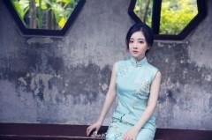 知名主播冯提莫晒旗袍写真 娇小迷人凹凸有致