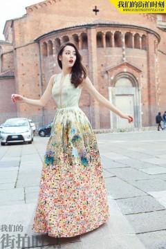 迪丽热巴米兰街拍写真曝光 长发红唇演绎高贵公主