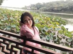 甜姐杨钰莹西湖赏秋 状态超好宛如少女