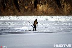 黑龙江上游漠河段冰封千里 最低温度达-30℃左右(组图)
