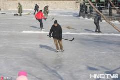 哈尔滨马家沟变成公益大冰场 志愿者自发维护市民免费上冰(组图)