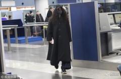 """范冰冰""""一黑到底""""穿衣不惧显腰粗 口罩帽子墨镜遮面获经纪人护驾"""