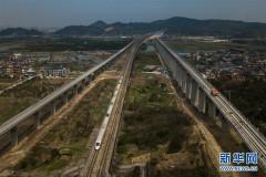 杭黄铁路铺轨全线贯通