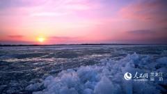 松花江哈尔滨段开江 冰凌映射下的晚霞醉美迷人(图)
