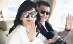 64岁赵雅芝机场照如走秀 红皮靴超有女人味