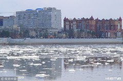 黑龙江黑河段出现大面积冰排 顺流而下场面壮观(组图)