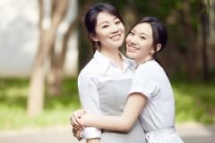 47岁闫妮携女儿合体拍写真两人竟似姐妹
