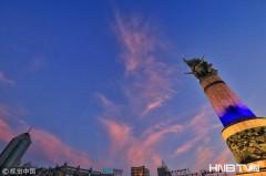 哈尔滨:晚霞瑰丽映红江水 水天共一色