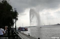 哈尔滨松花江超级喷泉水柱160米高  场面壮观(组图)