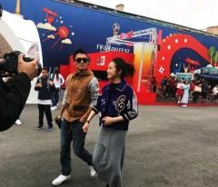 锋味2018?网友圣彼得堡偶遇谢霆锋林依晨 街头拍摄超随和