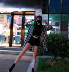 火箭少女傅菁晒美照 大长腿小蛮腰身材纤细高挑