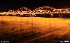 哈尔滨松花江3天涨水68厘米 岸平江阔夜景迷人