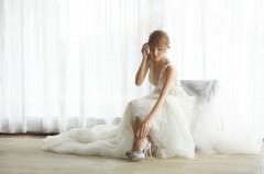 陈凯琳巴厘岛完婚拍浪漫写真 深V雪纺裙显优雅脱俗